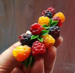 украшения смалиной, заколка с малиной, ягодные украшения, авторские украшения /  raspberry jewelry, raspberry hairpin, berry jewelry, designer jewelry